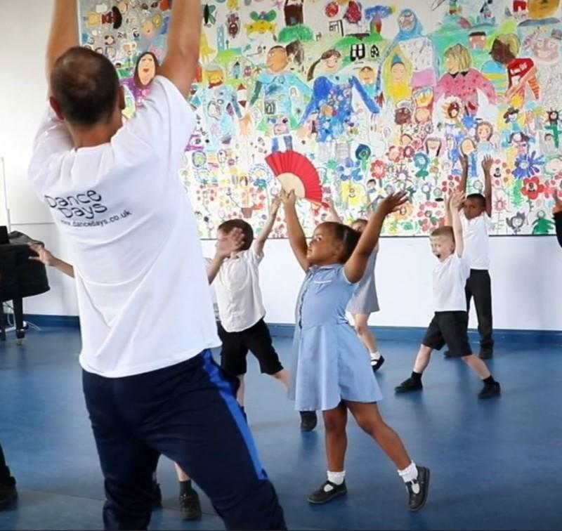 Flamenco-Dance-Workshop-with-Fans-900x850-min
